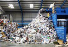 Đội ngũ công nhân viên đi nhận chất thải thường xuyên